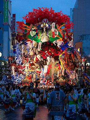 八戸三社大祭中日夜間運行